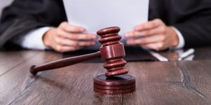 אב הגיש תביעה בגין ניתוק הקשר עם בתו